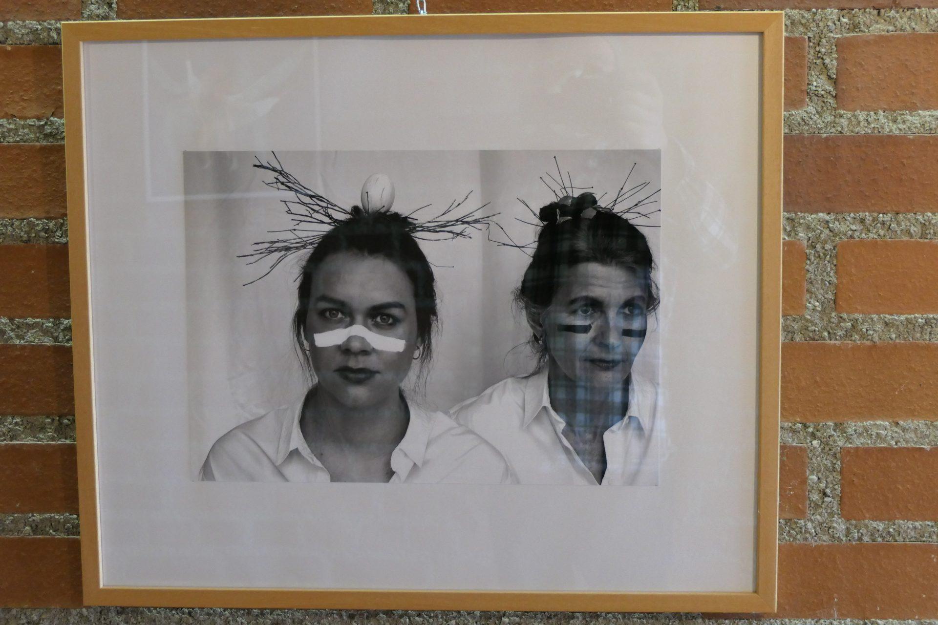 female die Rollenbilder einer Frau, Fruchtbarkeitssymbole von Gruppe Birgit Röhrig Gemeinschaftsprojekt mit Danile und Carola Röhrig, Töchter, Fotoserie mit SW Fotografien.jpgJPG